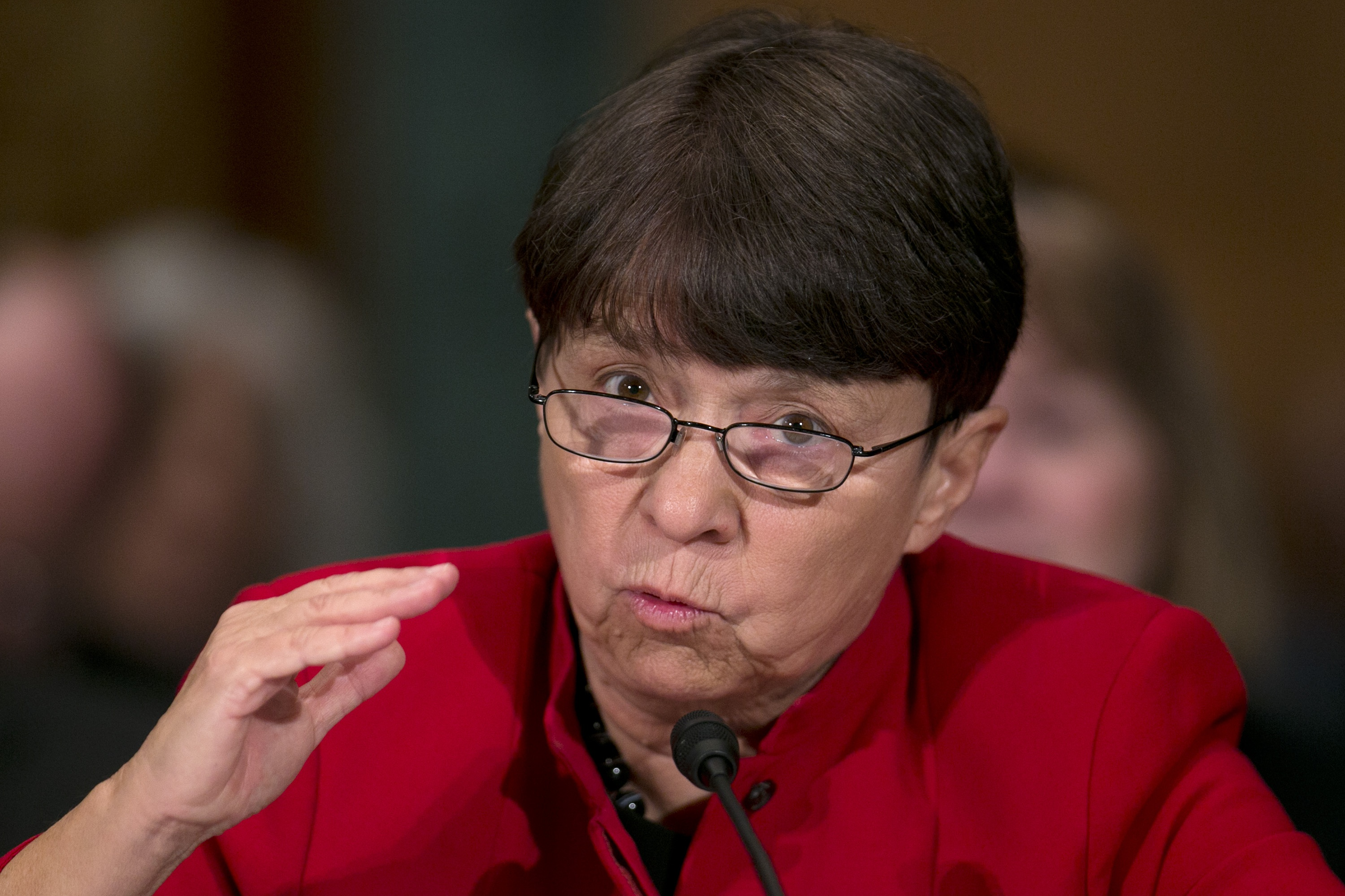 In a swan song SEC s Mary Jo White urges convergence
