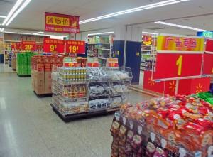 1024px-Candy_bins_at_Wal-Mart,_Shenzhen,_China