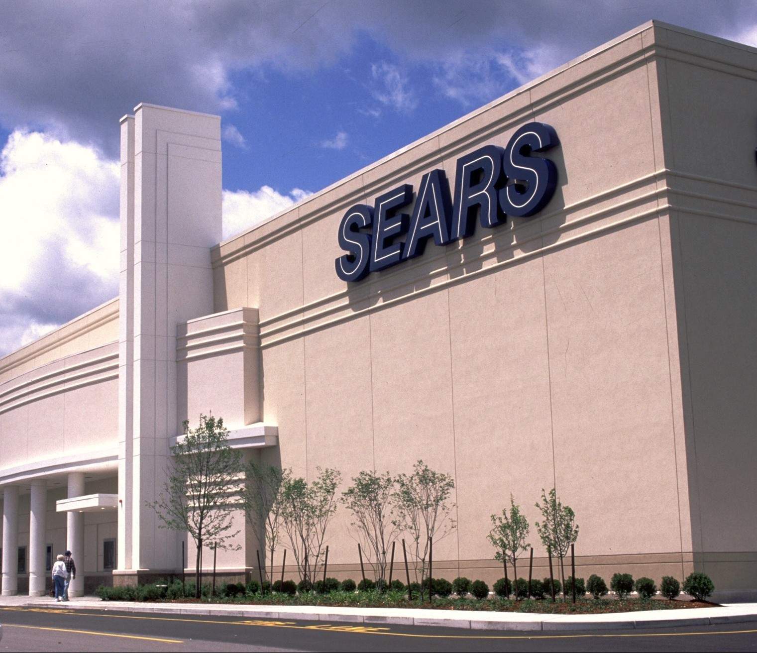 Sears Accuses ex-CEO of Looting $2B in Assets